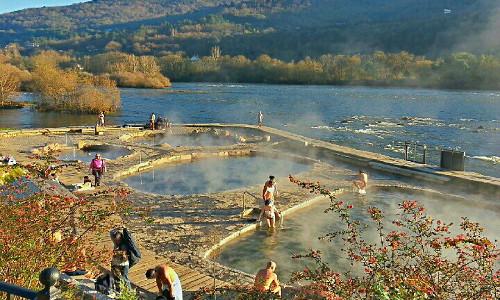Relaja el cuerpo en las termas de Ourense